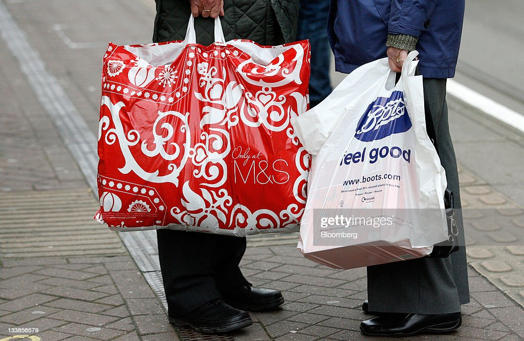 Christmas Shoppers In The High Street Photos and Images | Getty Images