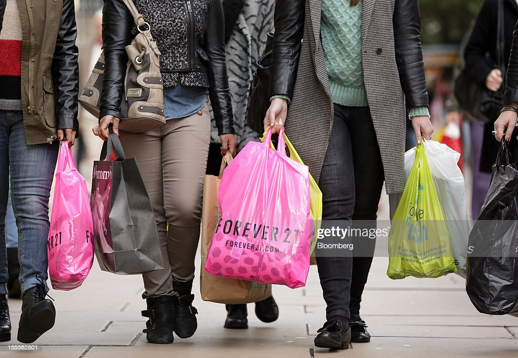 Shoppers carry shopping bags along Oxford Street in central London, U.K., on Monday, Nov. 5, 2012. Britain exited a double-dip recession in the third quarter with the strongest growth in five years as Olympic ticket sales and a surge in services helped boost the rebound. Photographer: Jason Alden/Bloomberg via Getty Images