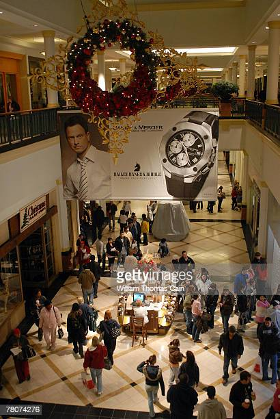 Shoppers enter King of Prussia Mall shortly after 5am November 23 2007 in King of Prussia Pennsylvania The mall opened at 5am for early morning Black...
