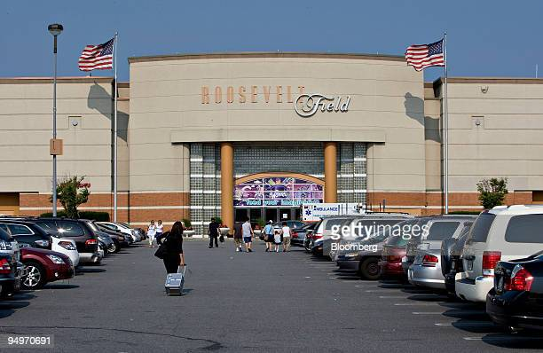Roosevelt field stock photos and pictures getty images for Roosevelt field garden city ny