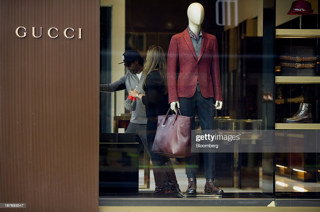 Shoppers exit a Gucci Group NV store in San Francisco, California, U.S., on Monday, Nov. 11, 2013. The Bloomberg Consumer Comfort Index is scheduled to be released on Nov. 14. Photographer: David Paul Morris/Bloomberg via Getty Images