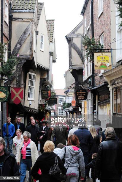 Shoppers in The Shambles York city centre on the last weekend of shopping before Christmas