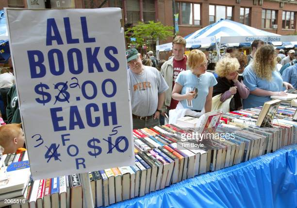 Shoppers peruse new and used books at the Printers Row Book Fair June 8 2003 in Chicago Illinois The Printers Row Book Fair is the Midwest's largest...