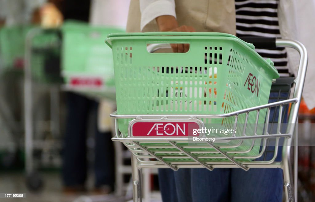 Shoppers push carts at an Aeon Co. supermarket during a sale jointly held with Daiei Inc. at an Aeon supermarket in Tokyo, Japan, on Thursday, Aug. 22, 2013. Aeon's acquisition of 48.4 million Daiei shares will take place on Aug. 27 after the completion of tender offer yesterday, according to a statement to the Tokyo Stock Exchange released today. Photographer: Tomohiro Ohsumi/Bloomberg via Getty Images