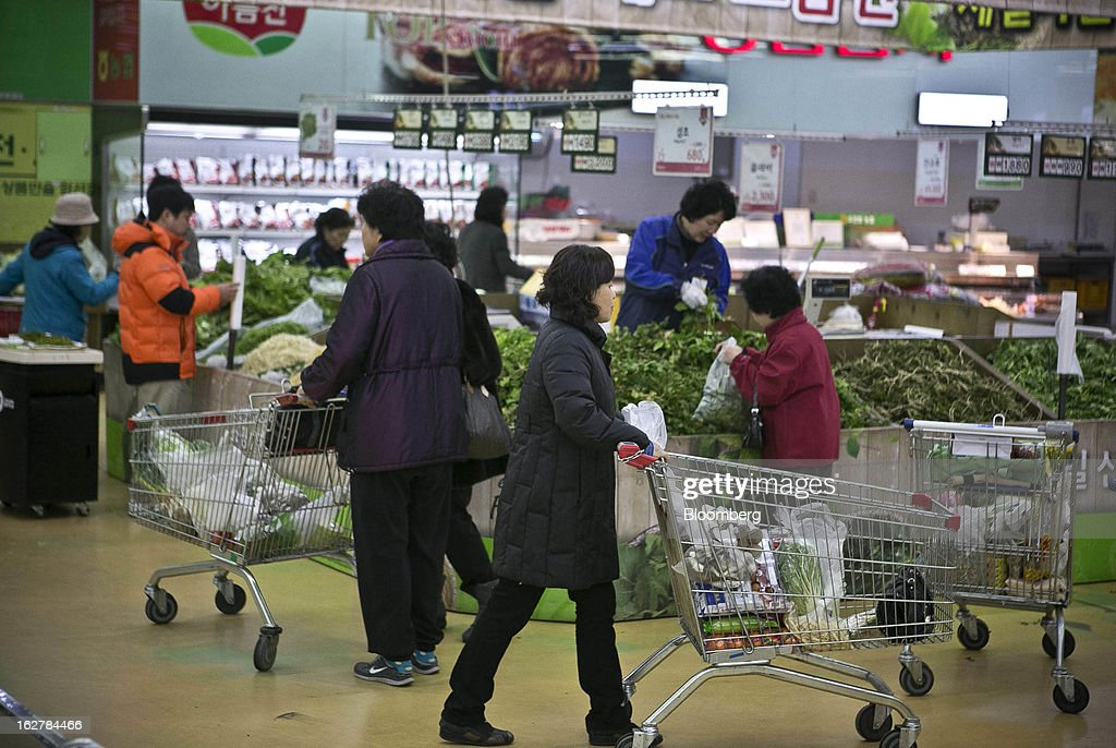 Shoppers push carts in the fresh produce section of Hanaro Mart in Seoul, South Korea, on Tuesday, Feb. 26, 2013. South Korean consumer confidence remained at its highest level since May as gains in the won drove down the prices of imported goods. Photographer: Jean Chung/Bloomberg via Getty Images