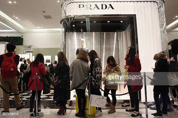 Shoppers queue to buy cut price handbags in Selfridges ahead of the Boxing Day sales on December 26 2015 in London England Boxing Day is one of the...