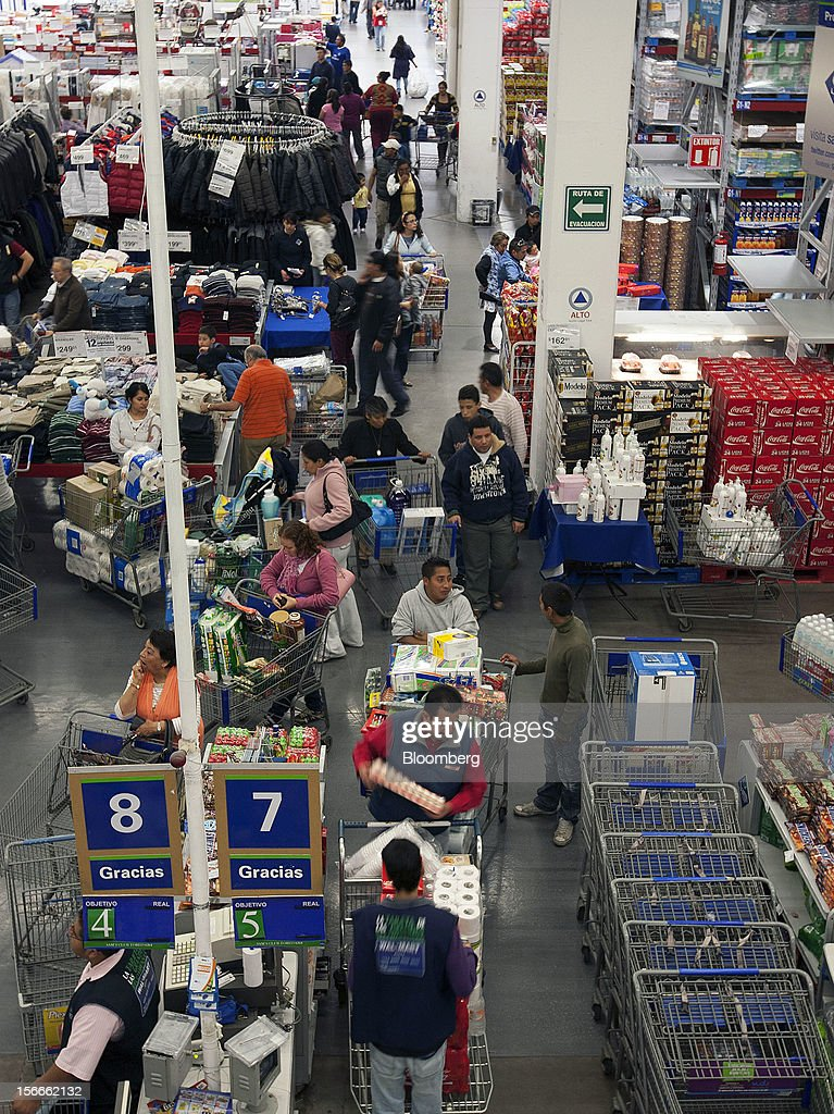 Shoppers stand in line to pay for their merchandise inside a Sam's Club store in Mexico City, Mexico on Saturday, Nov. 17, 2012. El Buen Fin, Mexico's equivalent of Black Friday, when the year's biggest discounts are offered by participating stores, is held on the third weekend of November and will run through Nov. 19. Photographer: Susana Gonzalez/Bloomberg via Getty Images