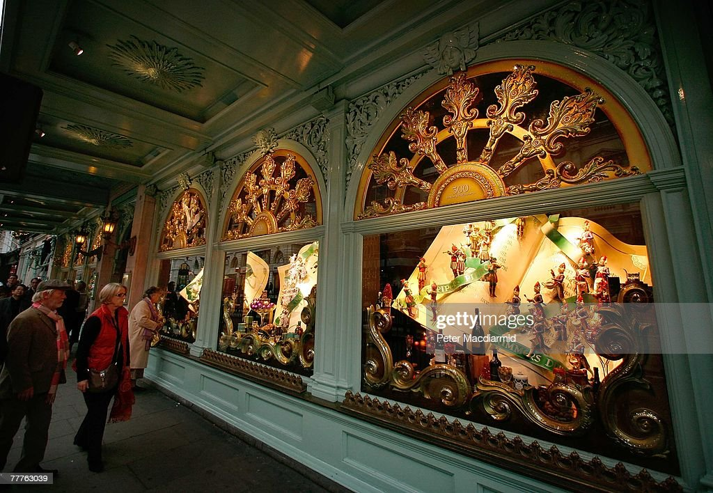 Fortnum mason unveil christmas window displays getty - Fortnum and mason christmas decorations ...
