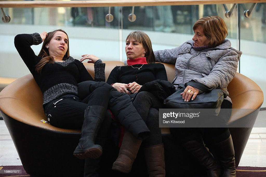 Shoppers take a break in Westfield Shopping centre in West London on December 22, 2012 in London, England. Today is the final Saturday before Christmas.