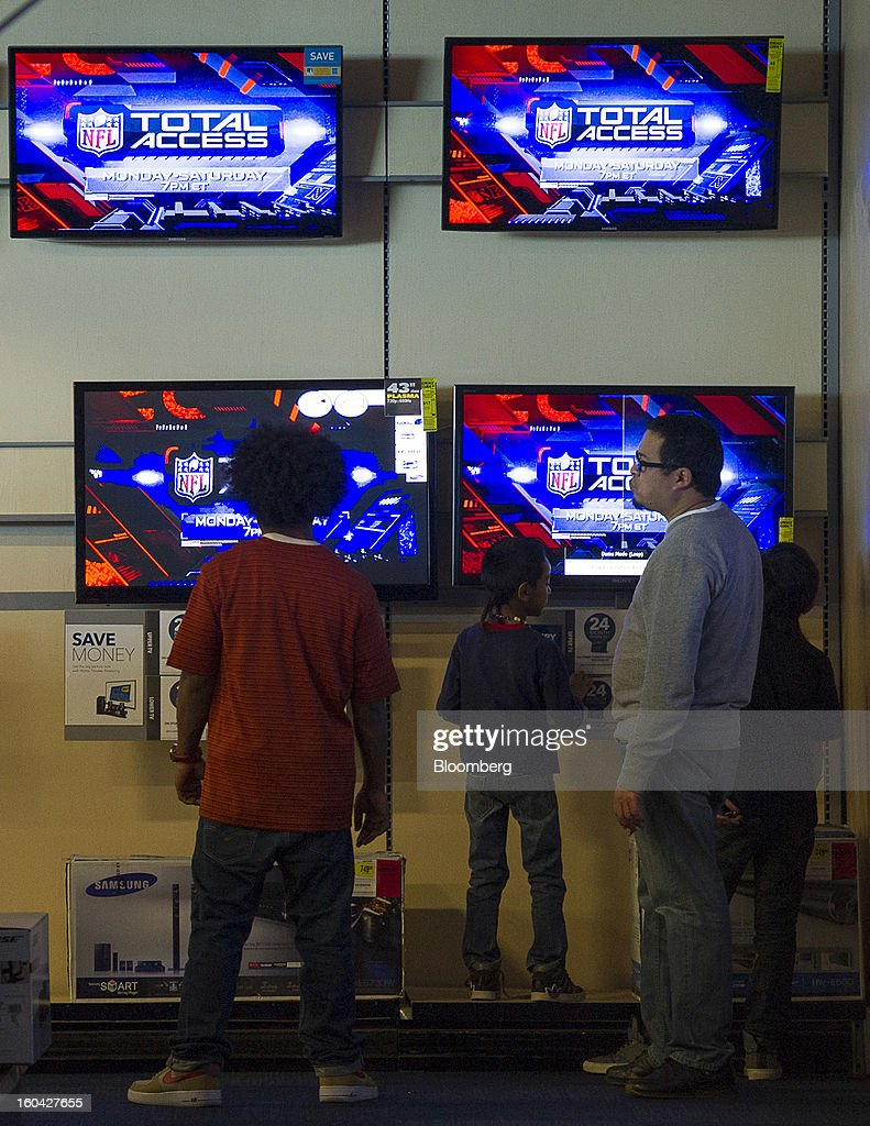 Shoppers view televisions at a Best Buy Co. store in San Francisco, California, U.S. on Wednesday, Jan. 30, 2013. Consumer spending in the U.S. climbed in December as incomes grew by the most in eight years, a sign the biggest part of the economy was contributing to the expansion as the year drew to a close. Photographer: David Paul Morris/Bloomberg via Getty Images