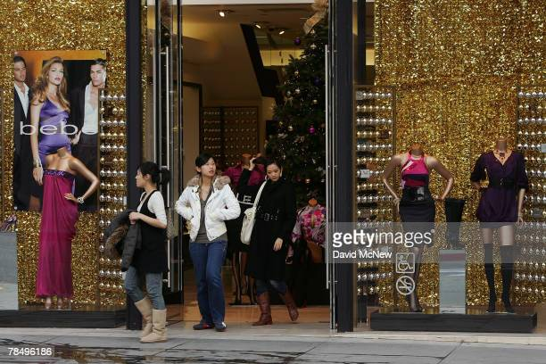 Shoppers visit businesses that cater to highend luxury item consumers along Rodeo Drive on December 14 2007 in Beverly Hills California In the midst...