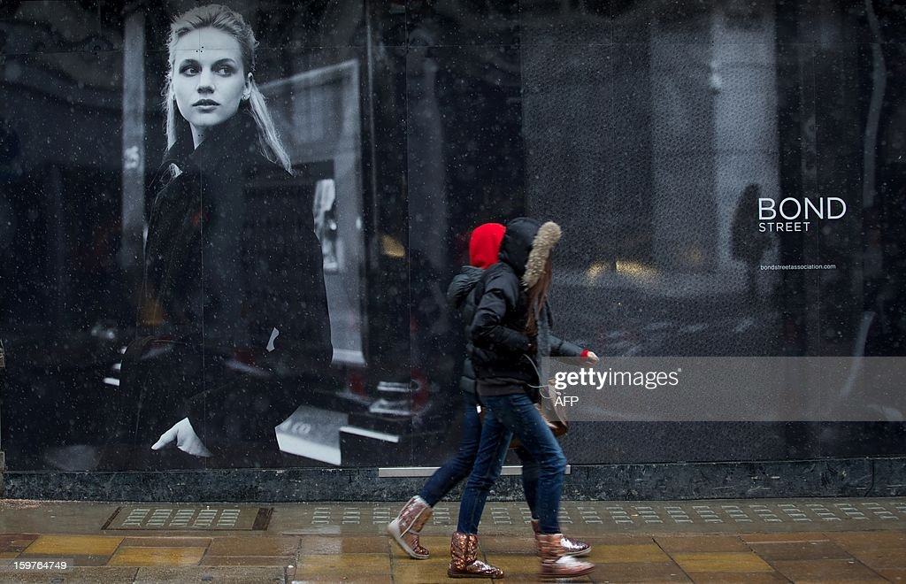 Shoppers walk along Bond Street in central London on January 20, 2013. Four big British high-street retailers had to call in administrators this winter as cash-strapped, web-literate consumers proved unforgiving of stores failing to adapt to fast-evolving markets. AFP PHOTO/ANDREW COWIE