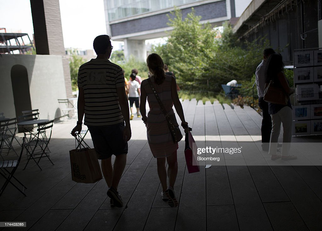 Shoppers walk along the High Line park in New York, U.S., on Wednesday, July 24, 2013. The U.S. Conference Board is scheduled to release consumer confidence figures on July 30. Photographer: Scott Eells/Bloomberg via Getty Images