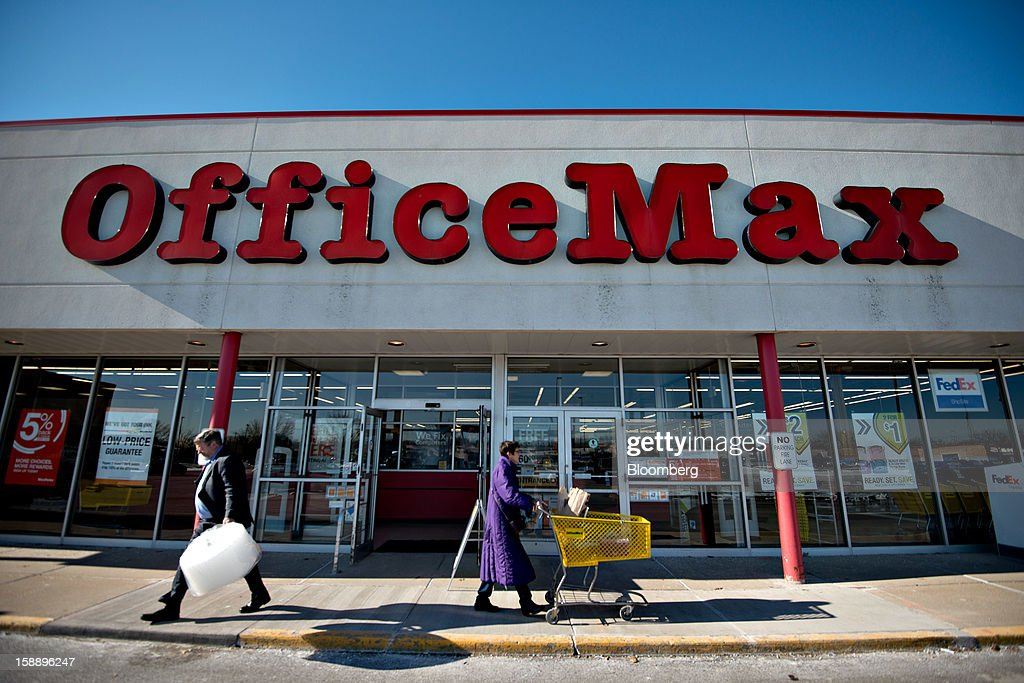 Shoppers walk outside an OfficeMax Inc. store in Peoria, Illinois, U.S., on Wednesday, Jan. 2, 2013. The International Council of Shopping Centers is scheduled to release U.S. chain store sales data on Jan. 3. Photographer: Daniel Acker/Bloomberg via Getty Images