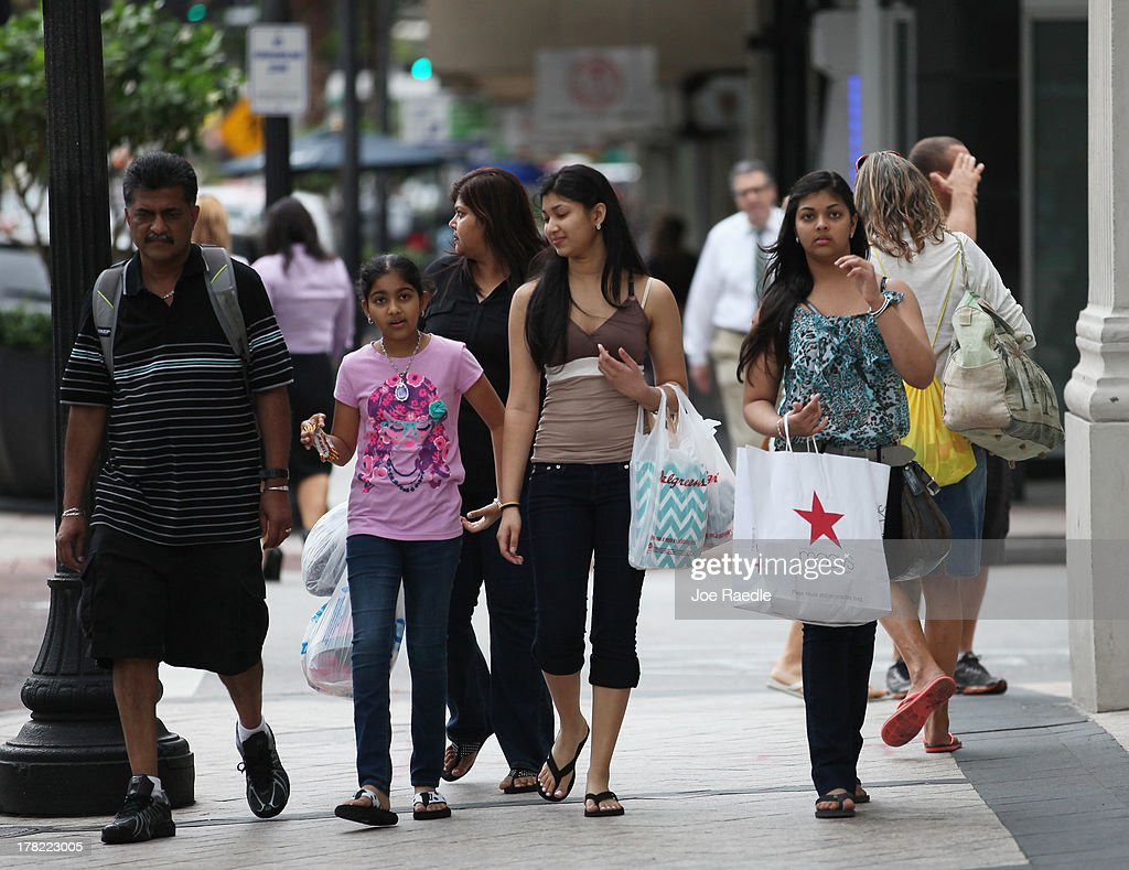 Shoppers walk through the street on August 27, 2013 in Miami, Florida. The Conference Board announced today that its index of consumer confidence rose to 81.5 this month from a revised 81.0 in July. Some economists reportedly had expected the latest index to edge slightly lower to 79.1.
