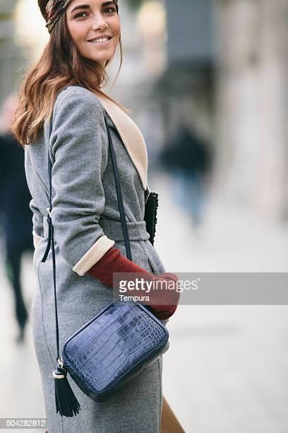 Shopping und SMS auf winter-Tag.