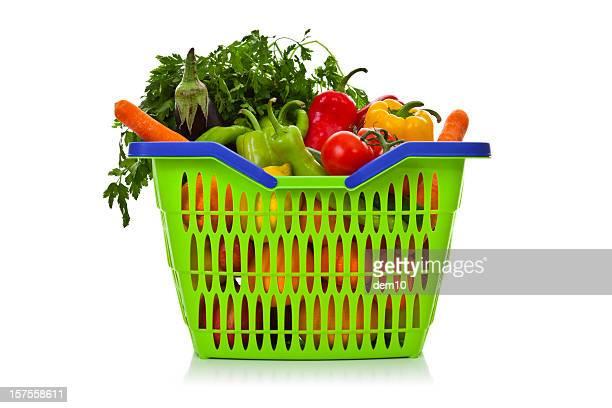 買い物カゴフルーツと野菜を含む