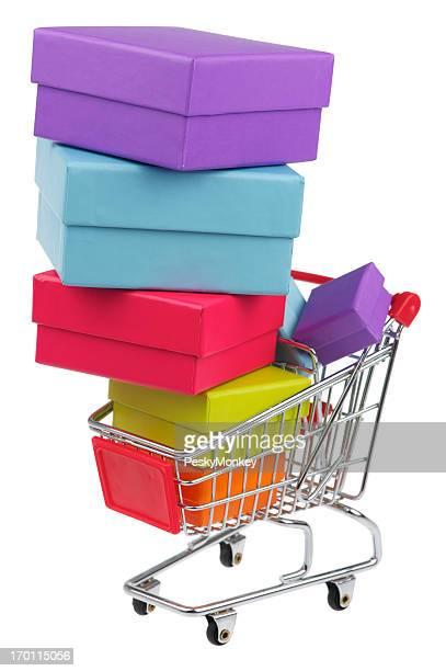 買い物カゴいっぱいのホリデーギフトボックス、白色背景