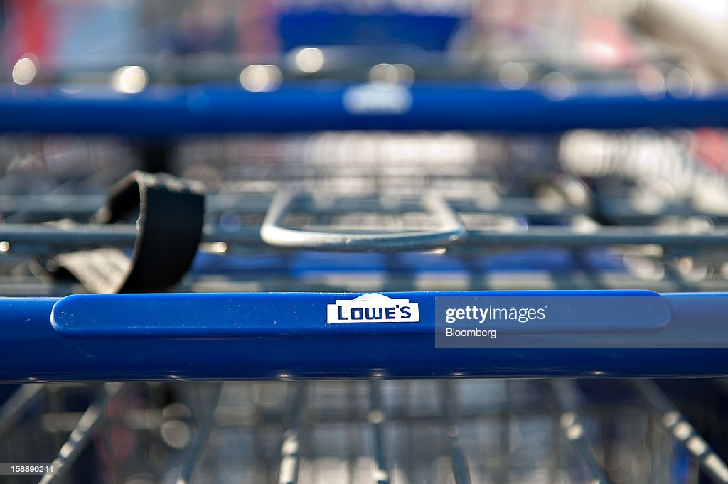 A shopping cart bearing a Lowe's Cos. logo sits outside a store in Peoria, Illinois, U.S., on Wednesday, Jan. 2, 2013. The International Council of Shopping Centers is scheduled to release U.S. chain store sales data on Jan. 3. Photographer: Daniel Acker/Bloomberg via Getty Images