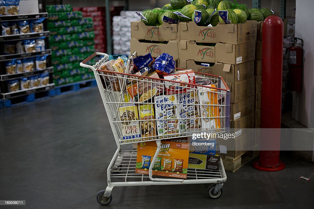 A shopping cart full of groceries sits unattended at a Costco Wholesale Corp. store in New York, U.S., on Monday, March 11, 2013. Costco is expected to release quarterly earnings results on March 12. Photographer: Victor J. Blue/Bloomberg via Getty Images