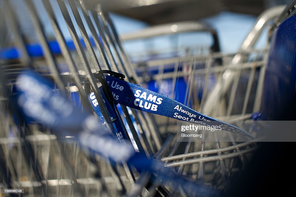 Shopping carts sit outside a Sam's Club store in Peoria, Illinois, U.S., on Wednesday, Jan. 2, 2013. The International Council of Shopping Centers is scheduled to release U.S. chain store sales data on Jan. 3. Photographer: Daniel Acker/Bloomberg via Getty Images