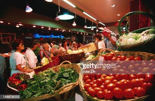 Shopping for vegetables in Nimes