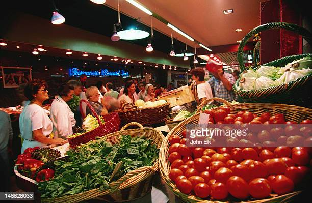Shopping for vegetables in Nimes