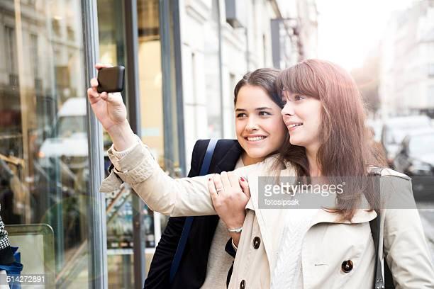 Les filles sur les rues de paris