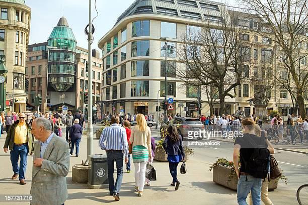 Shopping auf der Königsallee in Düsseldorf