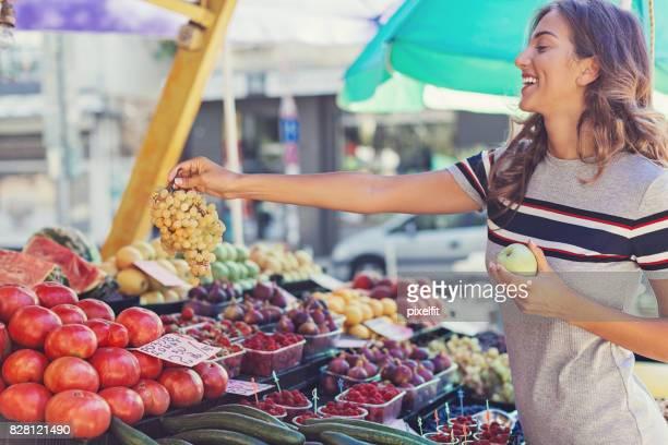 Shopping sur le marché fermier
