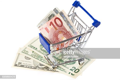 Shopping trolley with money isolated : Bildbanksbilder