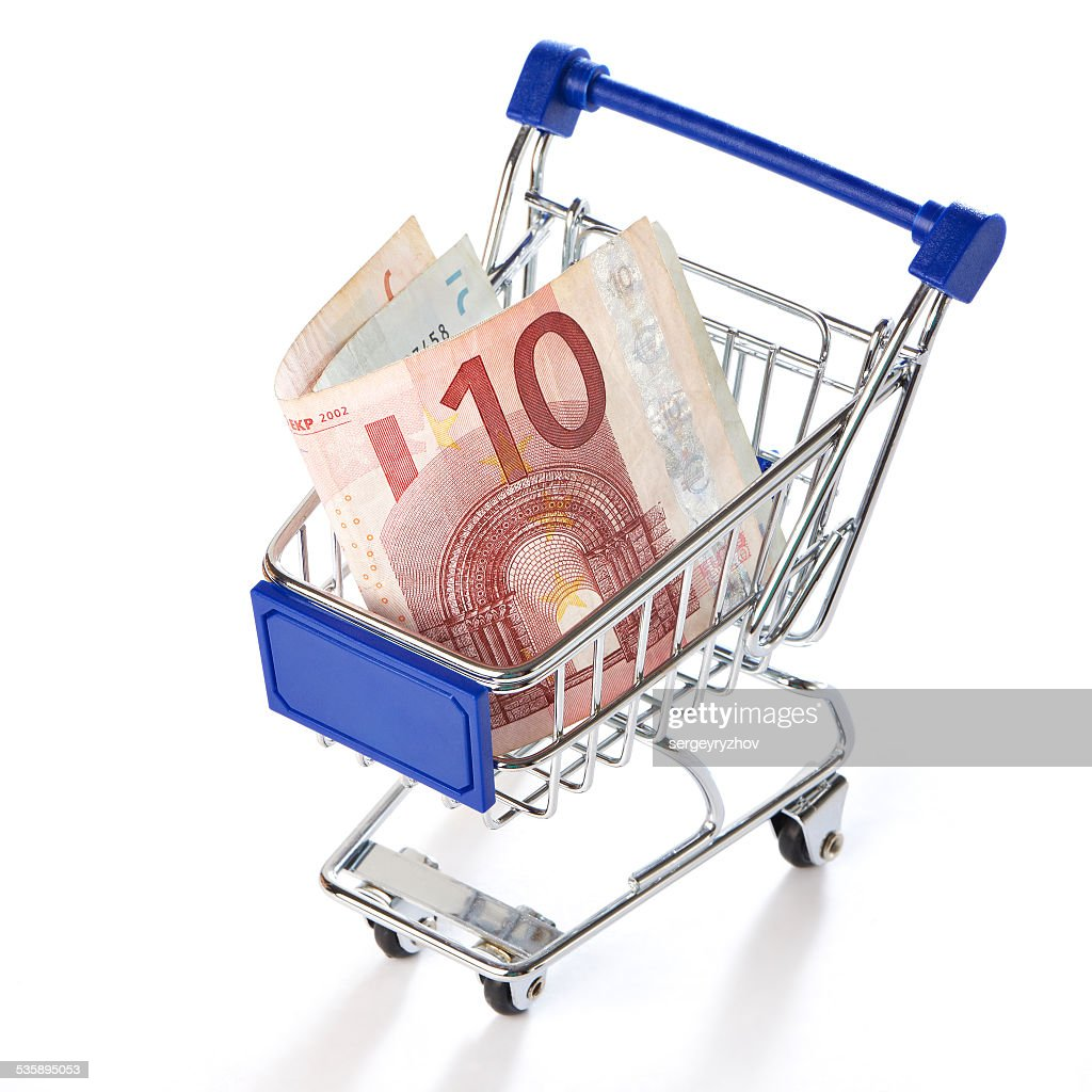 Shopping trolley with money isolated : Stockfoto