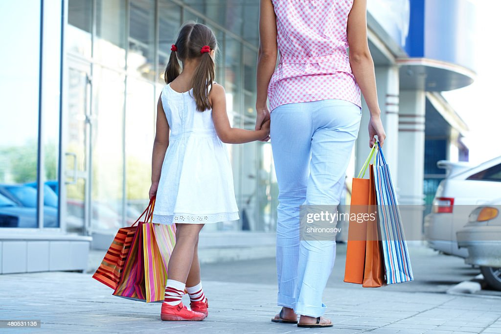 Shopping with mother : Bildbanksbilder