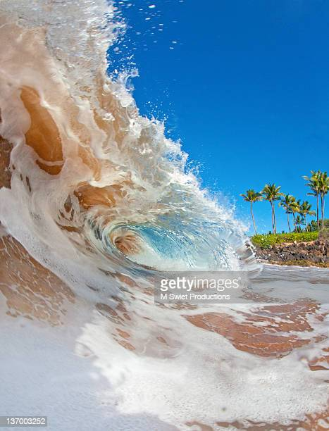 Shore break wave