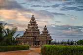 Shore temple of Mamallapuram aka Mahabalipuram is an master piece of Tamil architecture and suclpture.
