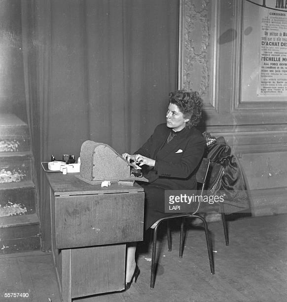 Shorthand typist Congress CGTFO Paris April 1952 LAPI8494780