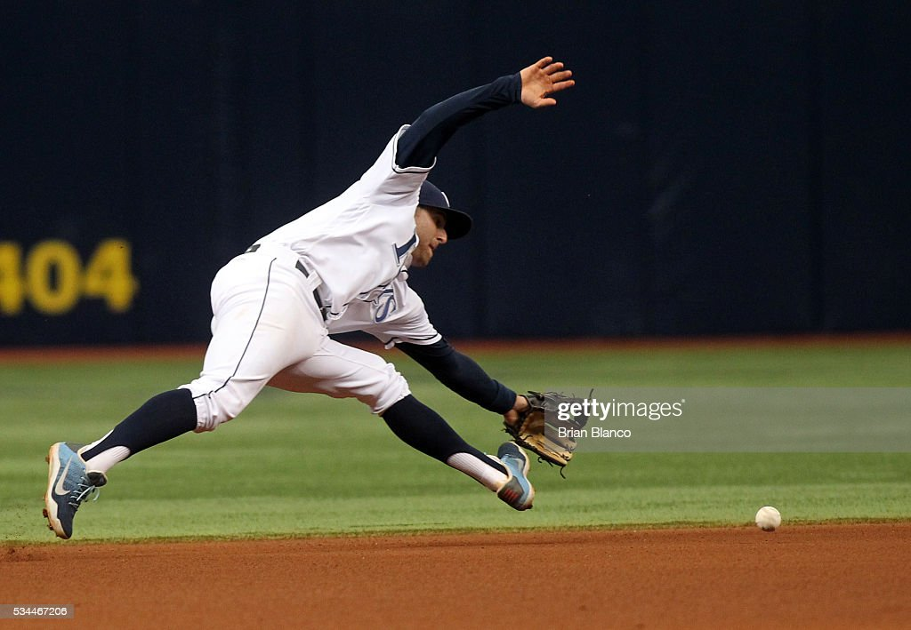 Shortstop <a gi-track='captionPersonalityLinkClicked' href=/galleries/search?phrase=Brad+Miller+-+Baseballspieler&family=editorial&specificpeople=14752161 ng-click='$event.stopPropagation()'>Brad Miller</a> #13 of the Tampa Bay Rays fields the ground out by Miguel Rojas #19 of the Miami Marlins during the seventh inning of a game on May 26, 2016 at Tropicana Field in St. Petersburg, Florida.
