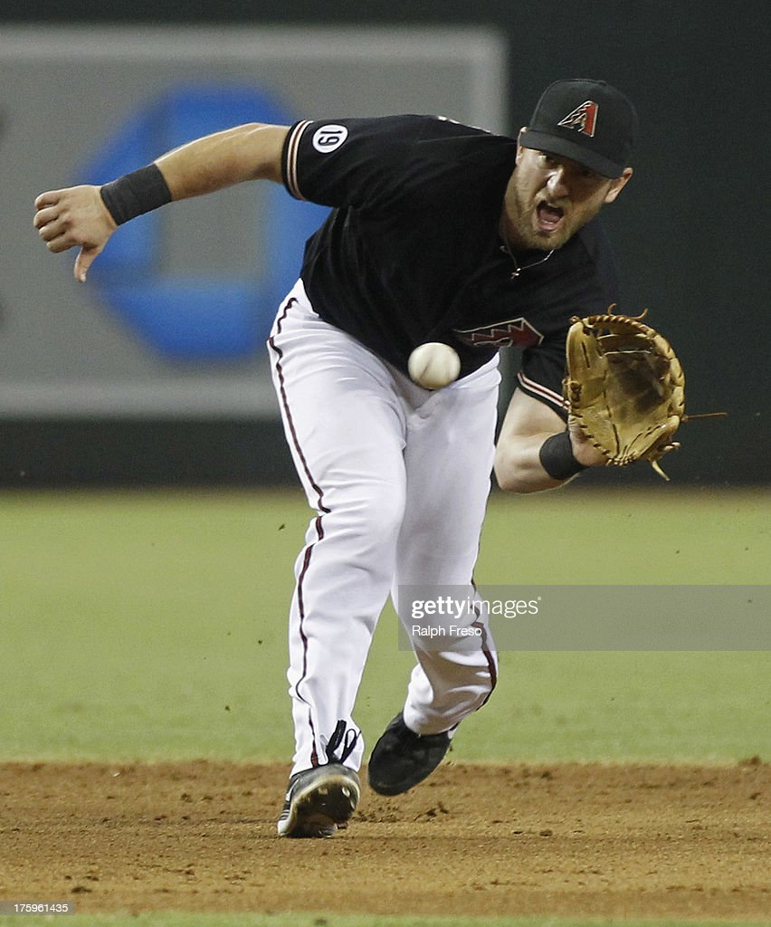 Shortstop Cliff Pennington of the Arizona Diamondbacks fields a ground ball against the New York Mets during a MLB game at Chase Field on August 10...