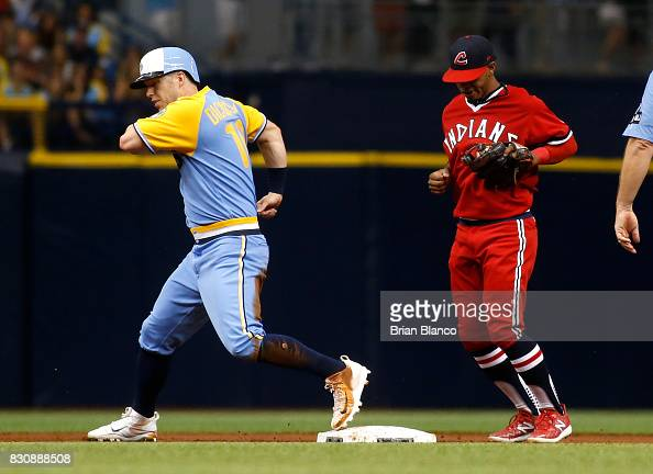 shortstop-francisco-lindor-of-the-cleveland-indians-hauls-in-the-picture-id830888508?s=594x594