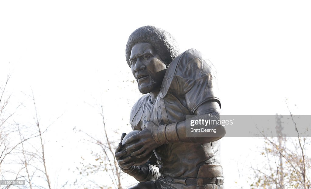 A shot of a bronze statue of Heisman Trophy winner <a gi-track='captionPersonalityLinkClicked' href=/galleries/search?phrase=Billy+Sims&family=editorial&specificpeople=541482 ng-click='$event.stopPropagation()'>Billy Sims</a> of the Oklahoma Sooners at the university's Heisman Park November 10, 2012 at Gaylord Family-Oklahoma Memorial Stadium in Norman, Oklahoma. Oklahoma defeated Baylor 42-34.