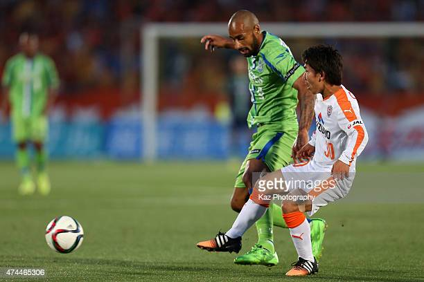 Shota Kaneko of Shimizu SPulse and Andre Bahia of Shonan Bellmare compete for the ball during the JLeague match between Shonan Bellmare and Shimizu...
