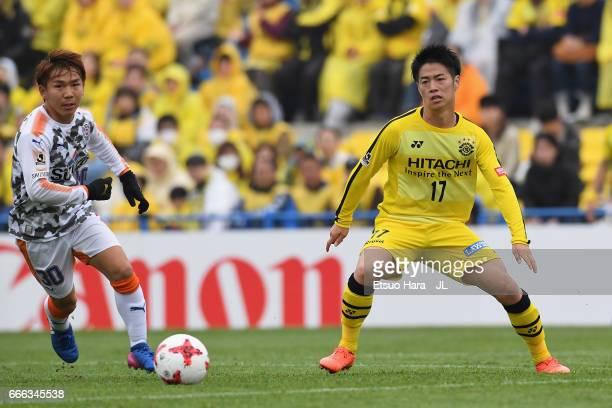 Shota Kaneko of Shimizu SPulse and Kohei Tezuka of Kashiwa Reysol compete for the ball during the JLeague J1 match between Kashiwa Reysol and Shimizu...