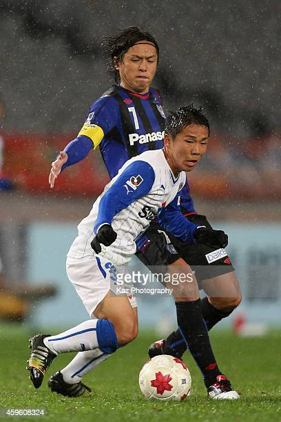 Shota Kaneko of Shimizu SPulse and Yasuhito Endo of Gamba Osaka compete for the ball during the 94th Emperor's Cup Semi Final second leg match...