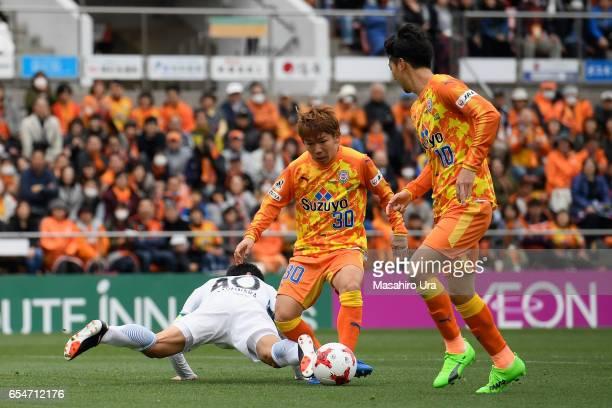 Shota Kaneko of Shimizu SPulse passes to Ryohei Shirasaki during the JLeague J1 match between Shimizu SPulse and Kashima Antlers at IAI Stadium...
