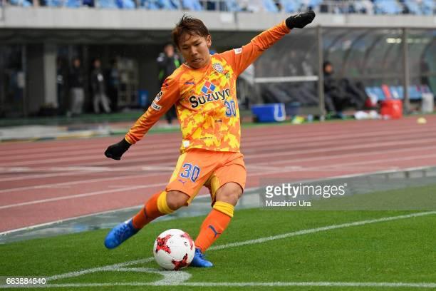 Shota Kaneko of Shimizu SPulse takes a corner kick during the JLeague J1 match between Jubilo Iwata and Shimizu SPulse at Shizuoka Stadium Ecopa on...
