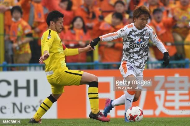 Shota Kaneko of Shimizu SPulse takes on Hidekazu Otani of Kashiwa Reysol during the JLeague J1 match between Kashiwa Reysol and Shimizu SPulse at...