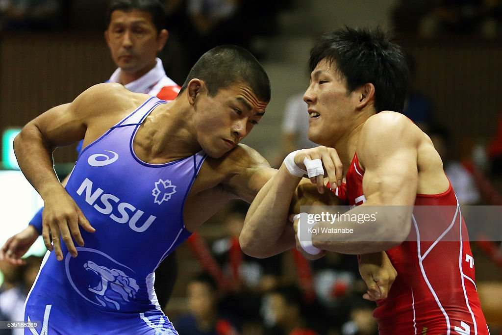 Shota Tanokura (red) competes in the Men's 59kg greco-roman style Fainal match against Kenichiro Fumita (blue) during All Japan Wrestling Championships at Yoyogi National Gymnasium on May 29, 2016 in Tokyo, Japan.