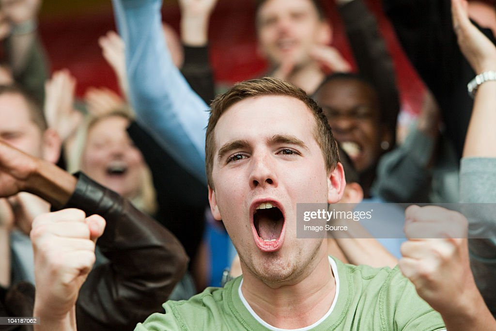 Shouting man at football match : Stockfoto