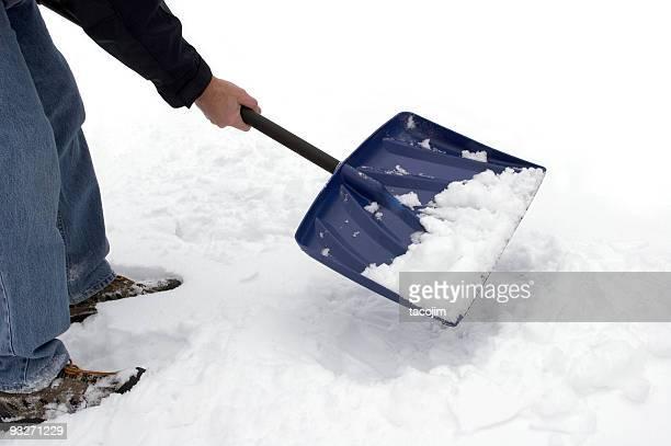 B. beim Schneeschaufeln