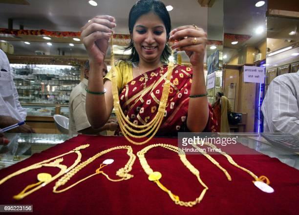 Shraddha Rajeshirke buys golden ornaments on the occassion of Dussehra at Pandurang Hari Vaidya Jewellers Dadar